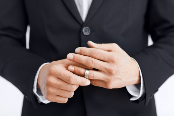 Kişilər Evlilik Fikrinə Niyə Soyuq Yanaşır?
