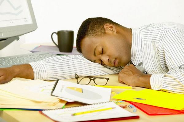 İş Zamanı Yuxulamamaq Üçün Bunları Edin